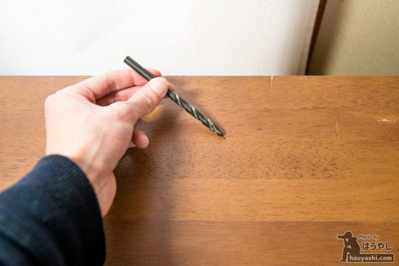 穴の開いていない机