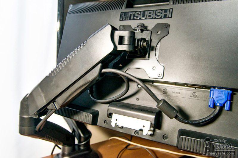パソコンモニター裏の配線