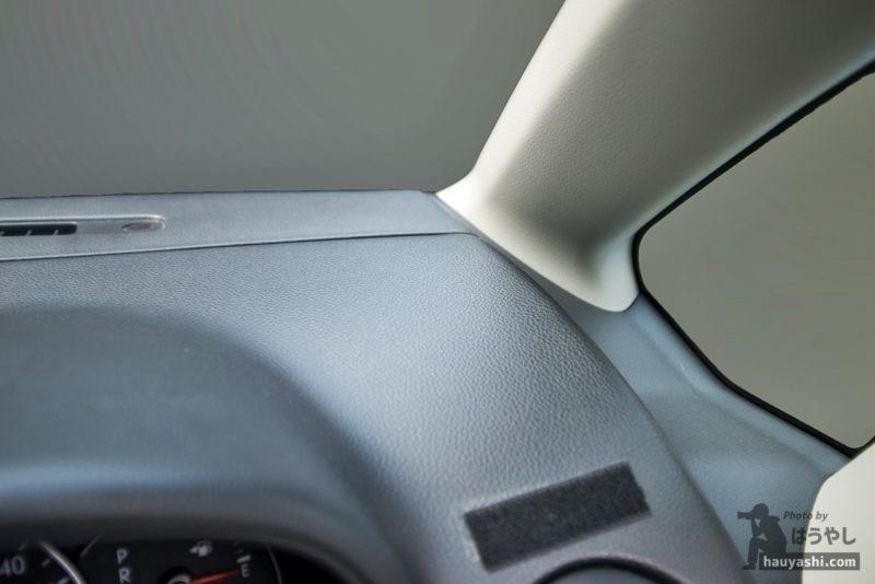 設置場所は運転席側のダッシュボード